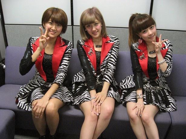 「Berryz工房」の左から徳永千奈美・夏焼雅・清水佐紀