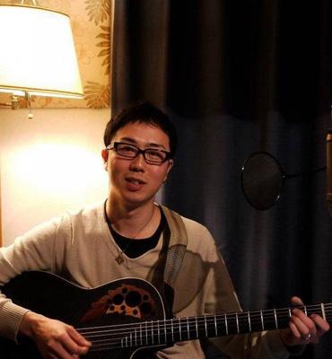 サポートギター勝地哲平さんもご自身の曲を披露するかも!?