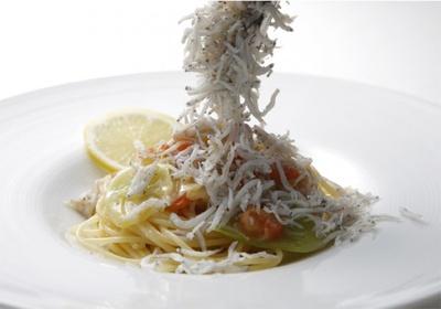 盛り放題の釜あげしらすと春キャベツのスパゲッティーニ
