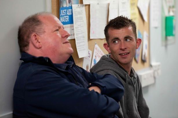 【写真を見る】社会奉仕活動で知り合ったハリーとの出会いにより、ロビーは自分の才能に気付く