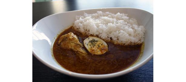 これが3年かけた松尾貴史のカレー!チキンの身が超ジューシーでやわらかい「チキンカレー」