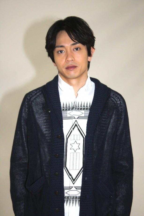 劇団EXILE・青柳翔は、BeeTVドラマ「午前3時の無法地帯」にて仕事に厳しい営業マン・輪島を演じる