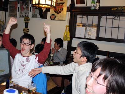 村田(横浜)のスリーランに沸く店内