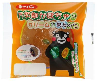【画像を見る】かぼちゃを持ったくまモンがカワイイ「万次郎かぼちゃのクリームとあんのパン」