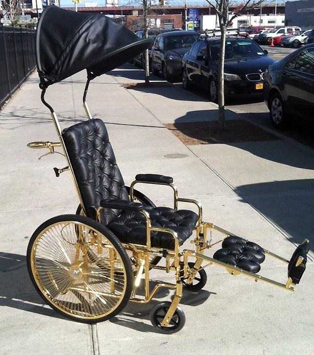 最近発表したばかりの金メッキの車椅子がこれだ