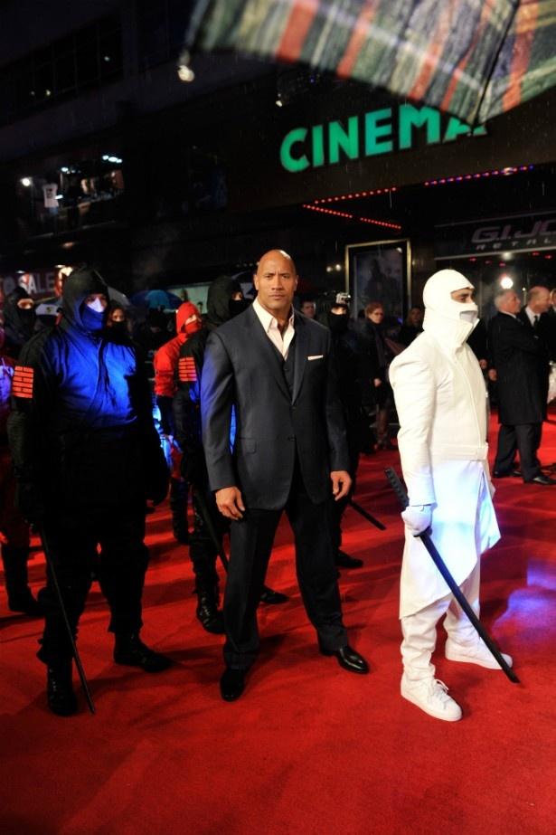 【写真を見る】ブルース・ウィリスについて「アクション映画のゴッド・ファーザー」と語るドウェイン・ジョンソン