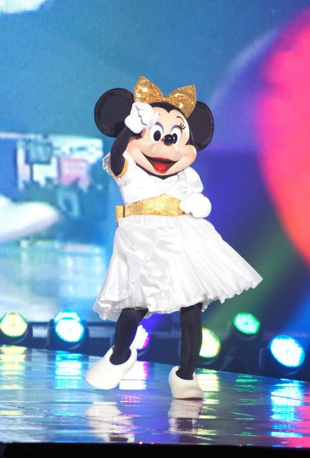 元気よく踊るミニー