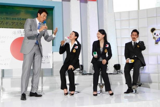 【写真】会見の生放送に、浅田真央も緊張?