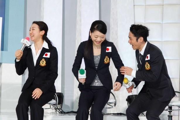 松岡修造の「(生中継の)雰囲気に緊張しますか?」の質問に、「(生中継を知らなかったので)今、緊張しました(笑)」と浅田真央