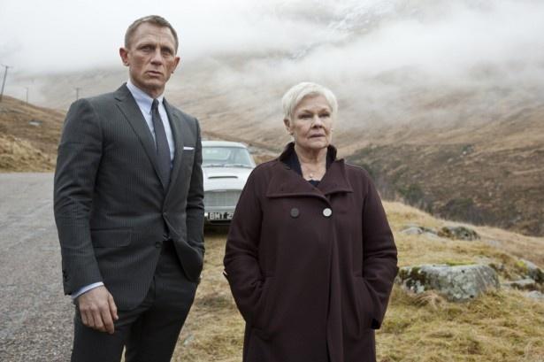 【写真を見る】007シリーズでMを演じていたジュディ・デンチ