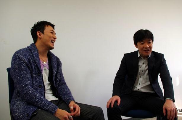 【写真を見る】対談中のウッチャン&ファンキー加藤。マジメな発言ばかりでなく、爆笑に包まれることもしばしば