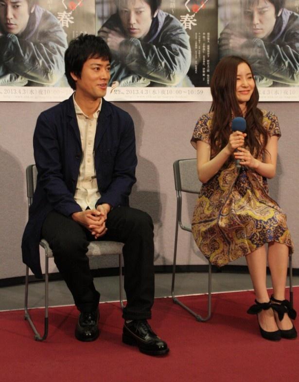 【写真】会見に出席した桐谷健太と蓮佛美沙子