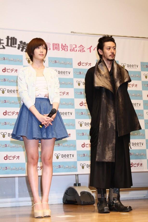 お互いの印象を明かす本田とオダギリ(写真左から)