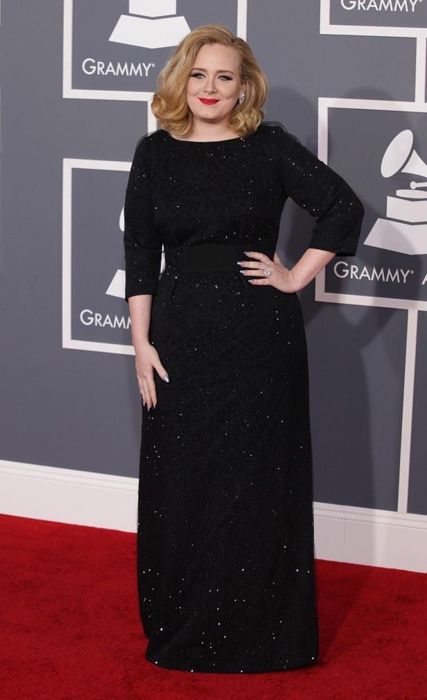 ウエディングドレスは、グラミー賞受賞式で着用したドレスのデザイナーが手がける