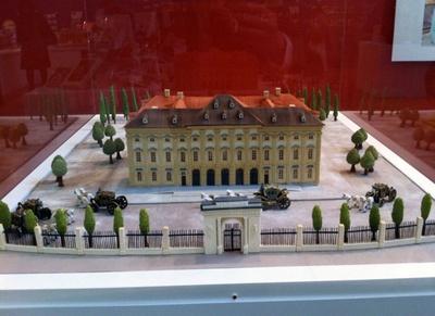 ミュージアムショップにはお菓子の宮殿が飾られている。モデルはウィーン郊外にあるリヒテンシュタイン家の「夏の離宮」。