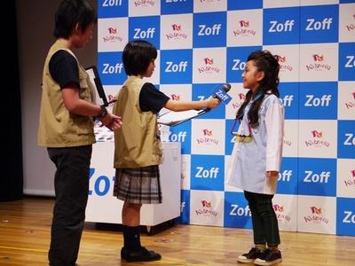 イベント終了後の囲み取材では、こども記者たちによるインタビューも。