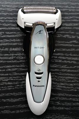 ヒゲセンサー搭載で肌にも優しいカミソリシェーバー「ラムダッシュ」