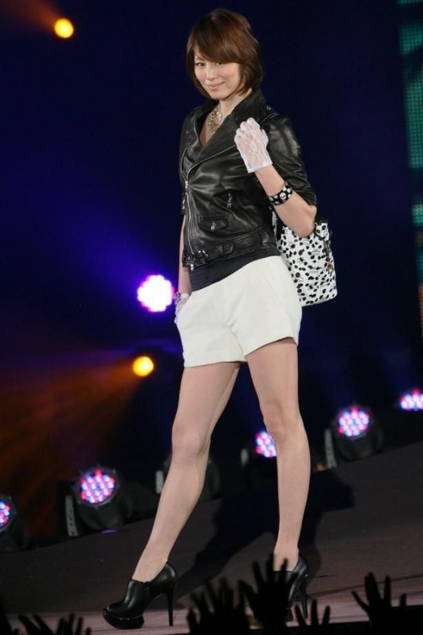 4月スタートのドラマ「35歳の高校生」(日本テレビ系)に女子高校生役で主演する米倉涼子もシークレットゲストとして登場