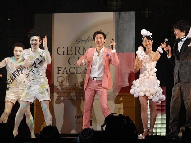 【写真を見る】松井玲奈さんと郷ひろみさんがダンスを披露!
