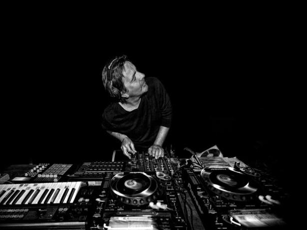 世界中のフェスやレイヴに出演するフランス人DJのLAURENT GARNIER