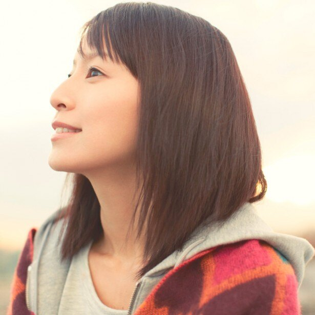 2月にミニアルバム「Snow Ring」をリリースした鈴木亜美が登場