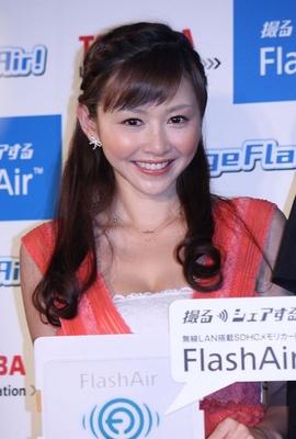 ChallengeFlashAir!キャンペーンのプレス発表会に出席した杉原杏璃さん