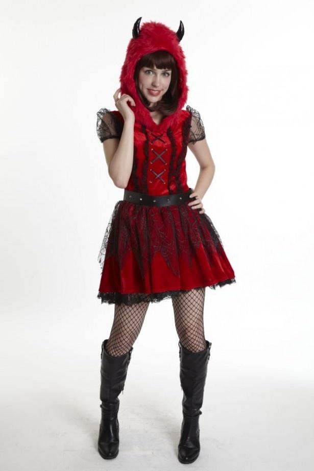 小悪魔系の衣装は人気