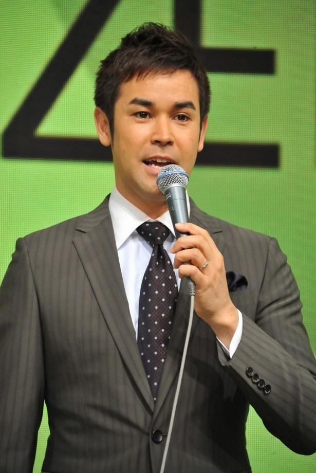 ラルフ鈴木アナは会見の司会進行を。日本のスポーツへの期待を語る