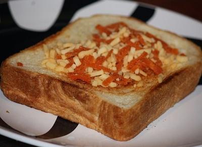 「クラフト トマトソースとモッツァレラ」をかけたところ
