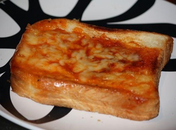 「クラフト トマトソースとモッツァレラ」をかけて焼いたら、チーズがとろーり!