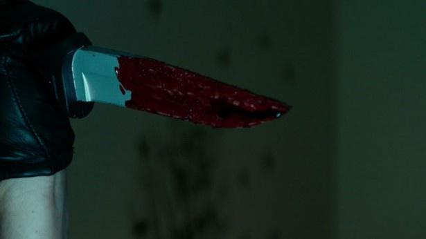 スマイリーの凶器はいたってシンプルなナイフだ
