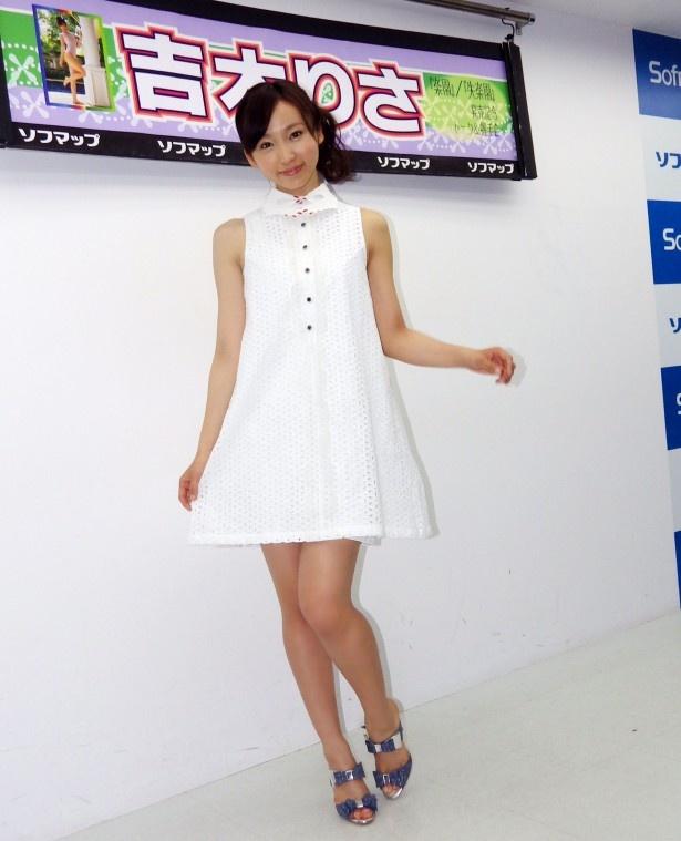 トップグラビアアイドル・吉木りささんの最新作はダブルで発売!