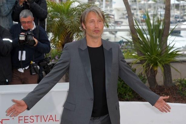 【写真を見る】マッツ・ミケルセンは本作で第65回カンヌ国際映画祭男優賞を受賞した