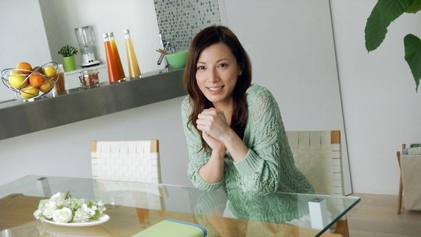 加藤あいが、英国系製薬企業グラクソ・スミスクラインが展開する歯磨き剤「PROエナメル」のイメージキャラクターに就任