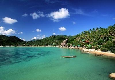 【写真を見る】アジアランキングで第1位に輝いたのは、ワイルドな自然が楽しめるタオ島(タイ)