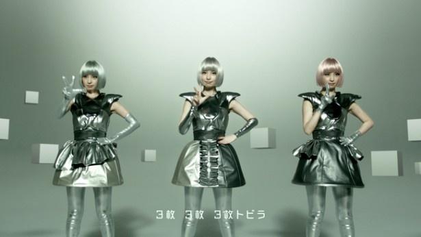 AKB48篠田麻里子が、3色の近未来風ボブヘアで新ユニットを結成!?