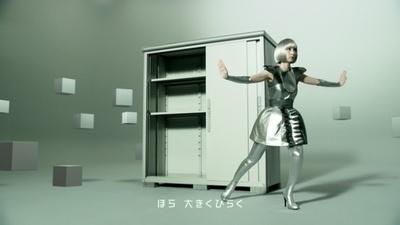 「大きくひらく」を表現する篠田麻里子