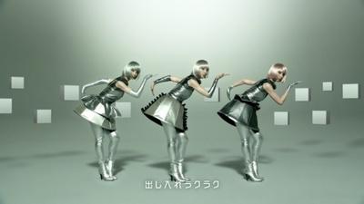出し入れラクラクを3人の篠田麻里子が表現!