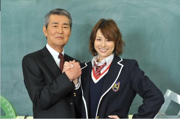 5年ぶりの共演をはたす米倉涼子(右)と渡哲也(左)