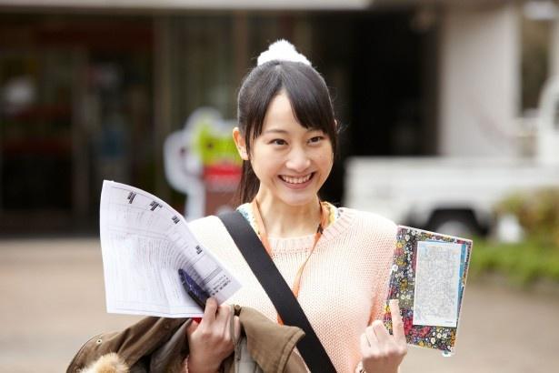 一生懸命、明るく仕事をこなす新人ディレクター・佐蔵のぞみを演じる松井玲奈