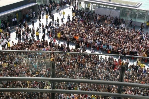 7000人が集まった博多駅前広場
