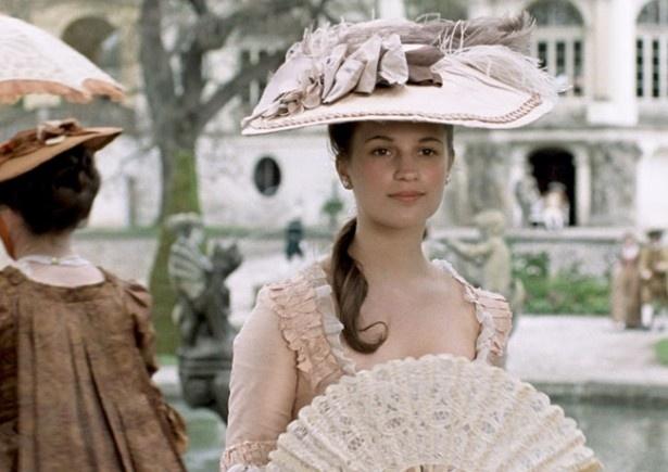 色白で健康的な美しさもあるアリシア・ヴィカンダー。もはやブレイク目前!?