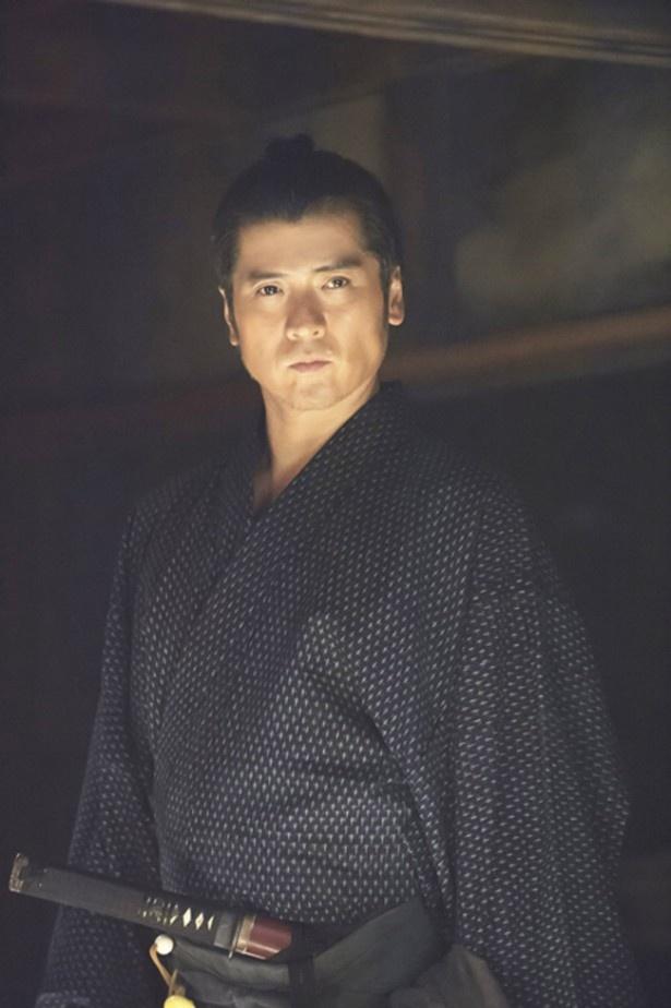 (西郷の様な)人徳のある役を演じられて面白いと語る、吉川晃司