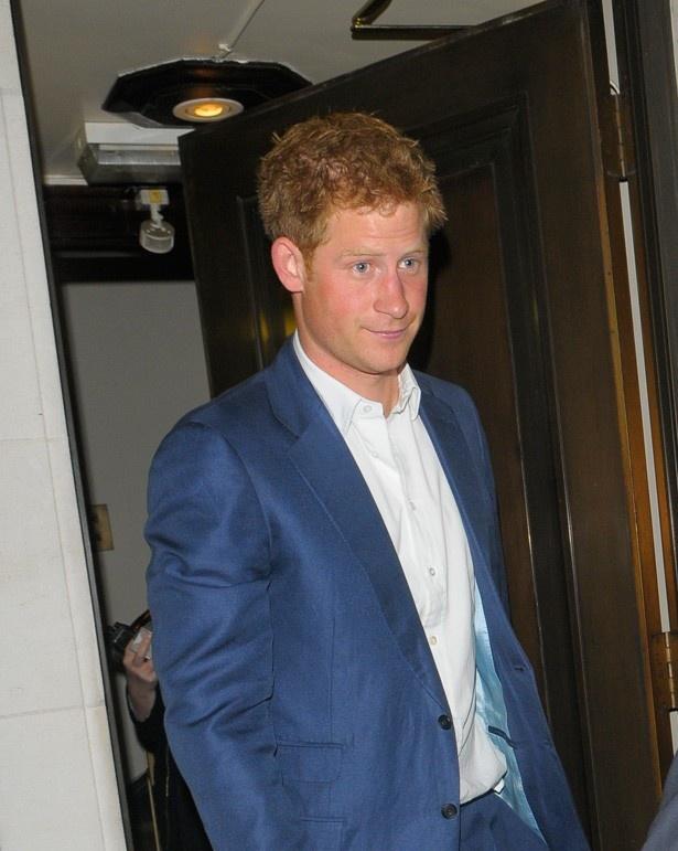【写真を見る】近年はウィリアム王子に代わって女性たちの人気を独り占めしているヘンリー王子だが