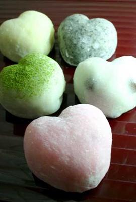 京都嵐山 豆とろう 新作のハート型大福餅「愛福餅」(210円)