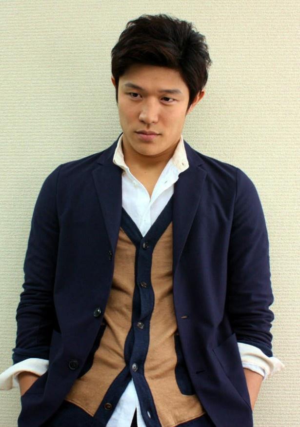 鈴木亮平 (モデル)の画像 p1_34