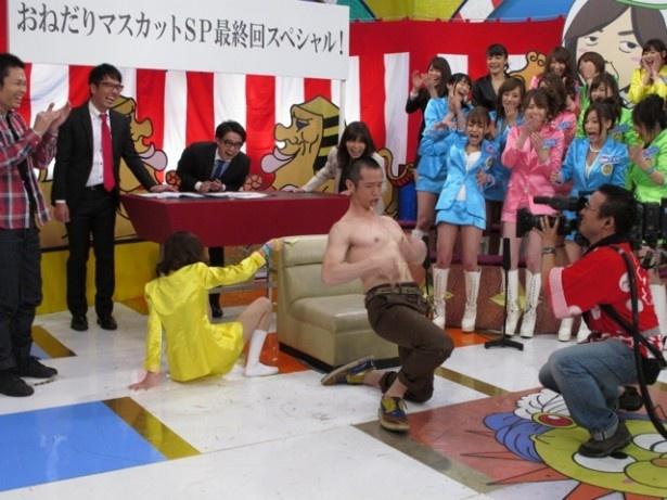 マスカッツリーダー・希志あいのが、ゲストの品川庄司・庄司智春を喜ばそうと接待するが…