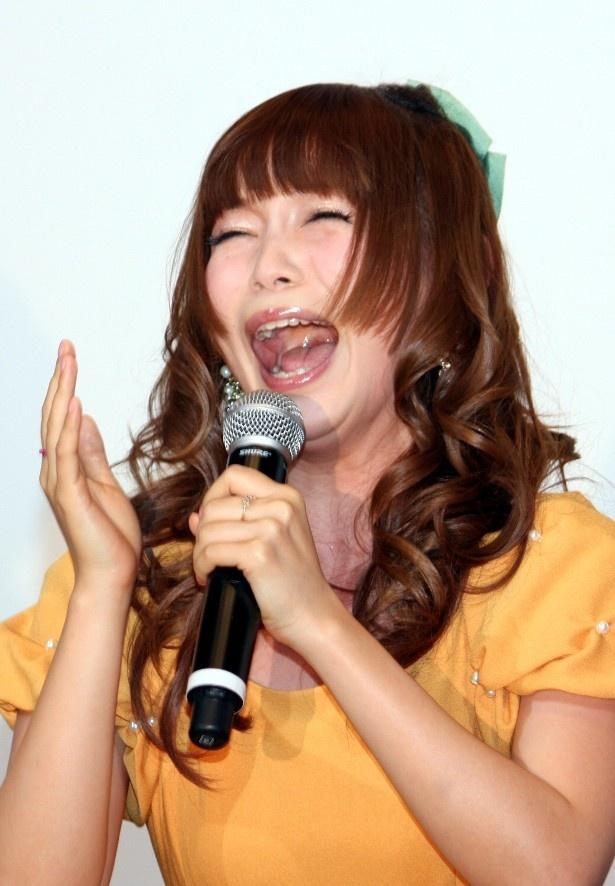 【写真を見る】中川翔子、興奮状態マックスで思わず絶叫!
