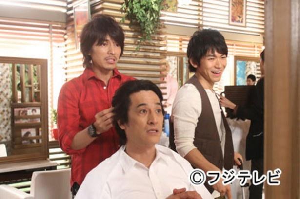 【写真】ハマリ役!? 意外と似合っている美容師姿