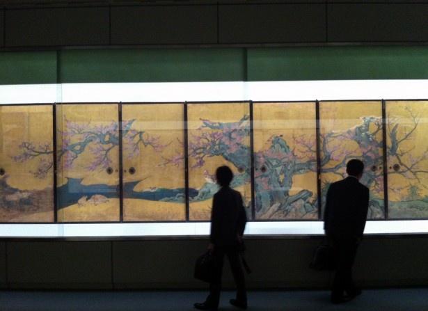 重要文化材「紅梅図襖」狩野山楽筆(京都・大覚寺所蔵)